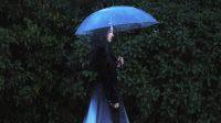 mo han walking in the rain