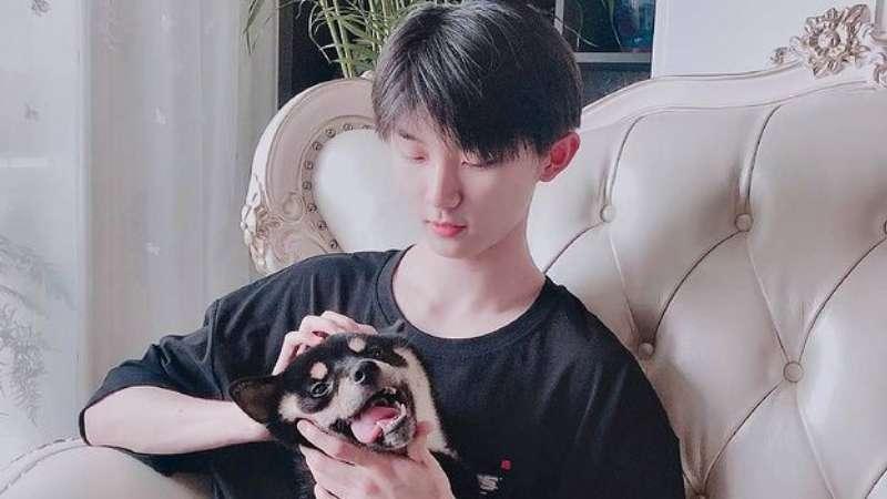 ma jiaqi tnt and his dog