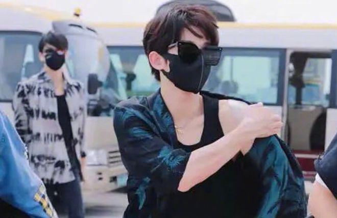 liu yu at airport
