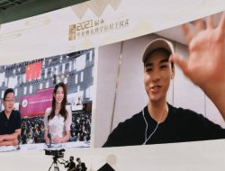 Gong Jun Beri Kejutan Datang Secara Virtual di Wisuda Kampus