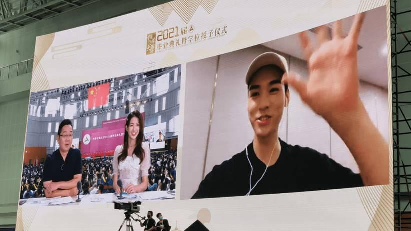 gong jun congrats to graduation students