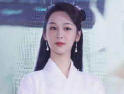 Yang Zi Bantah Rumor Pacaran: Saya Wanita Lajang yang Kuat