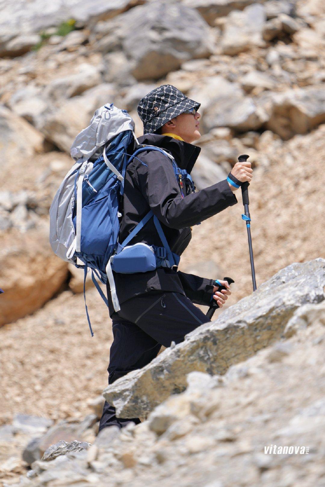 xia zhiguang hiking