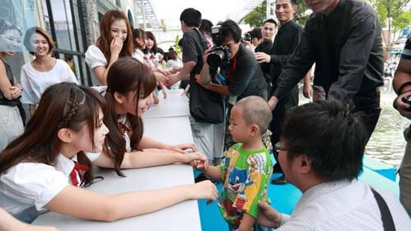 snh48 handshake event